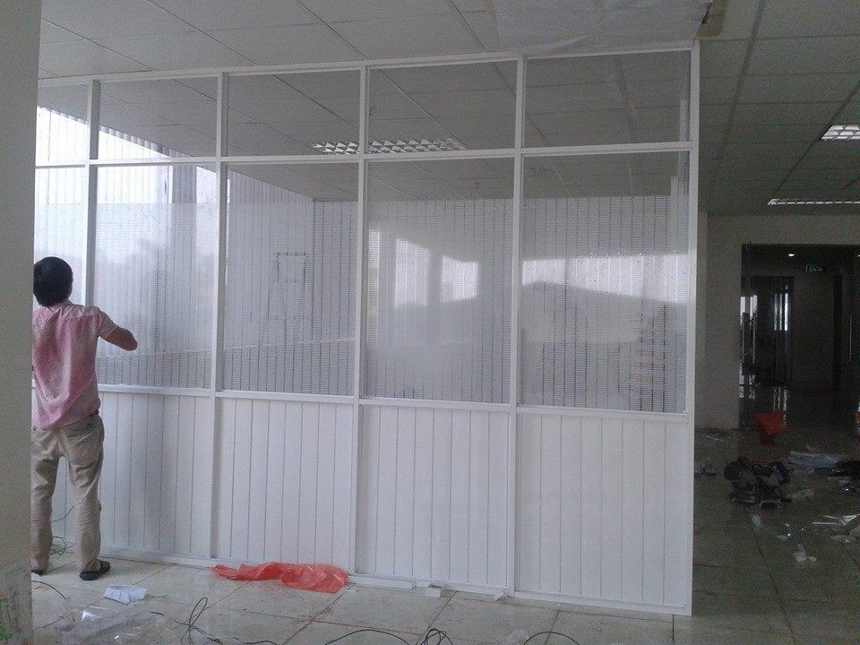Thi công vách ngăn nhôm kính văn phòng