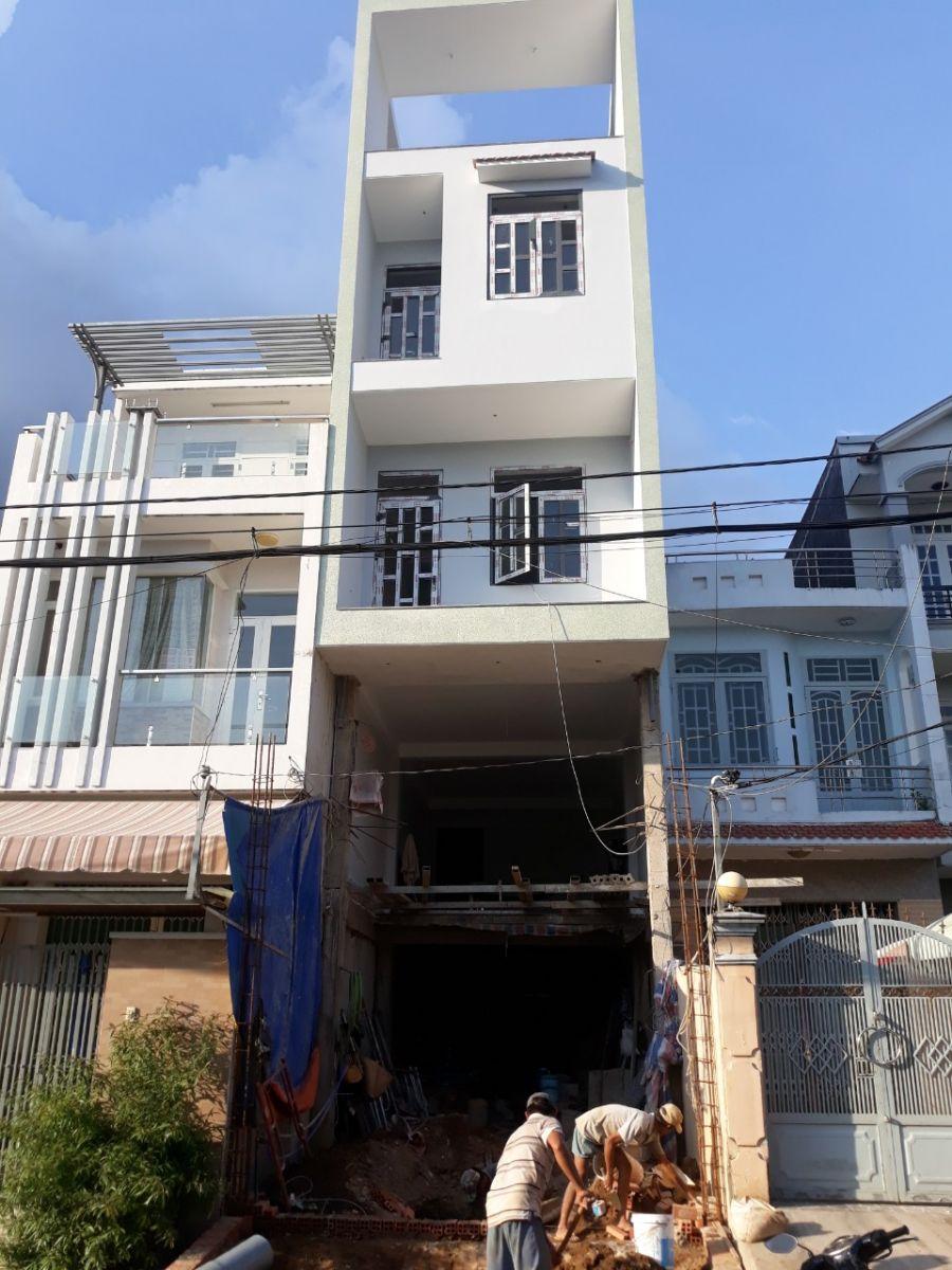 Lắp đặt cửa nhôm xingfa chia ô kính nhà anh Trung, quận 8.