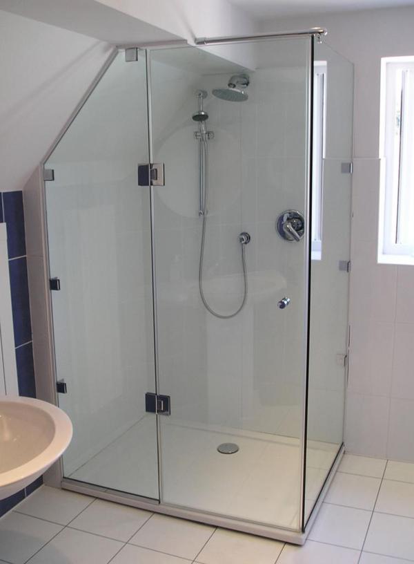 Phòng tắm kính mở 90 độ