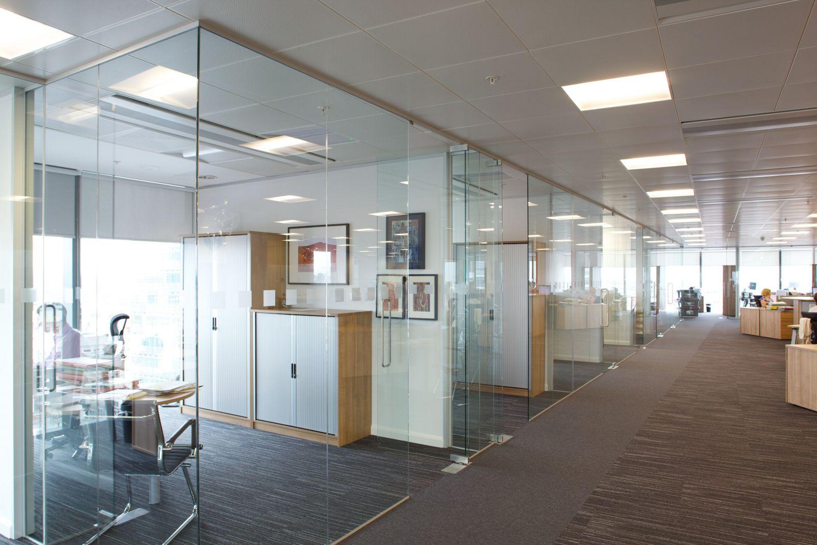 Vách kính văn phòng